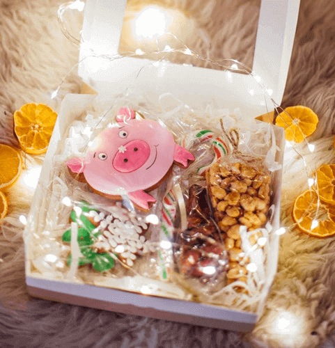 gifts-for-remote-employees-snack-box